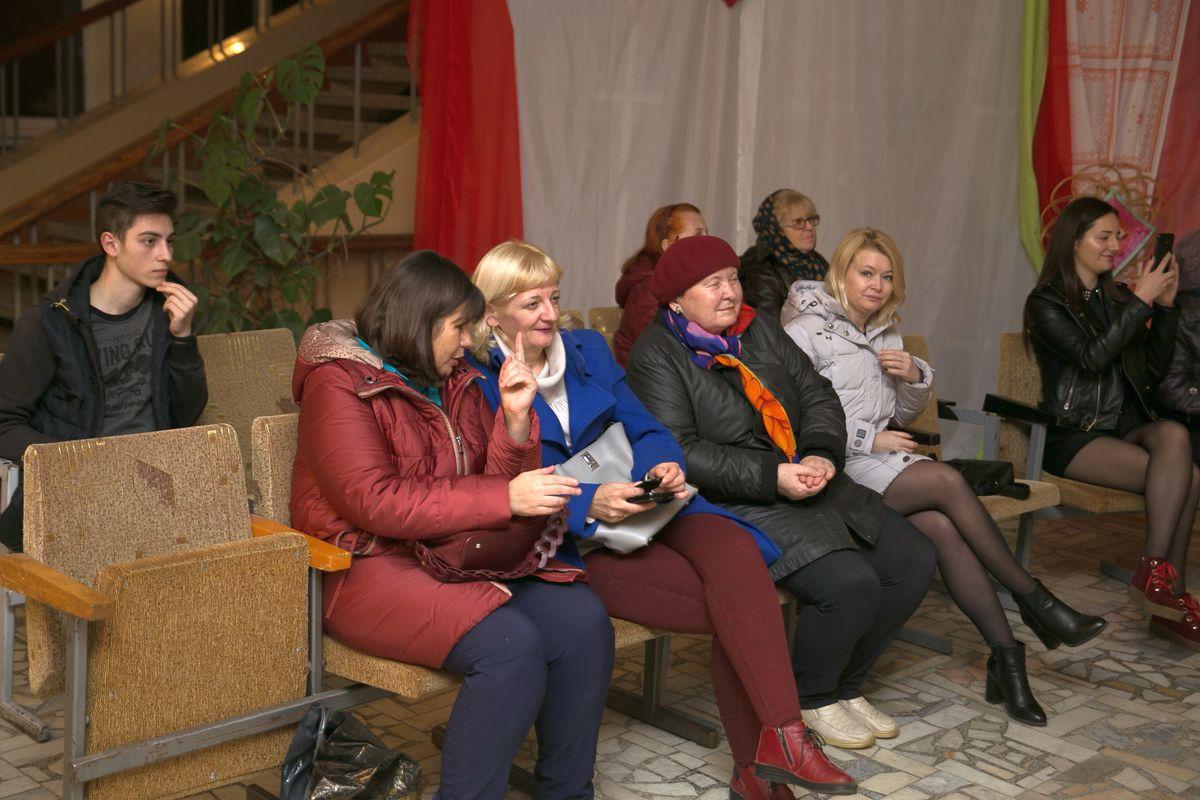 Поддержать красавиц пришли родные и близкие. Фото: Александр ЧЕРНЫЙ