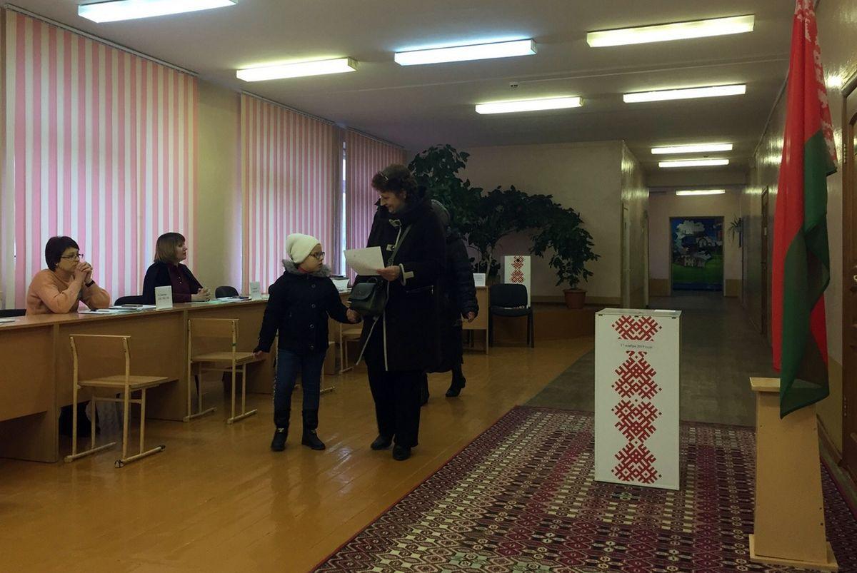 Участок для голосования №23 в гимназии №2 г. Барановичи. Фото: Диана КОСЯКИНА