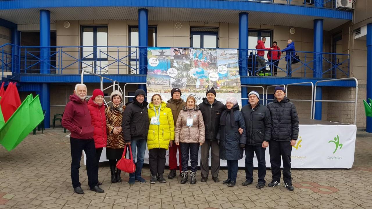 Участники Открытого кубка Беларуси по зимнему спортивному плаванию. Фото: Владимир КНИГА