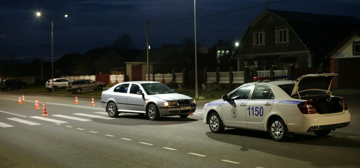 Автомобиль сбил женщину на пешеходном переходе в Барановичах. Фотофакт