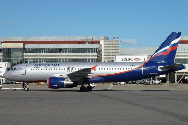 После экстренной посадки в аэропорту Ростова-на-Дону умер пилот пассажирского самолета