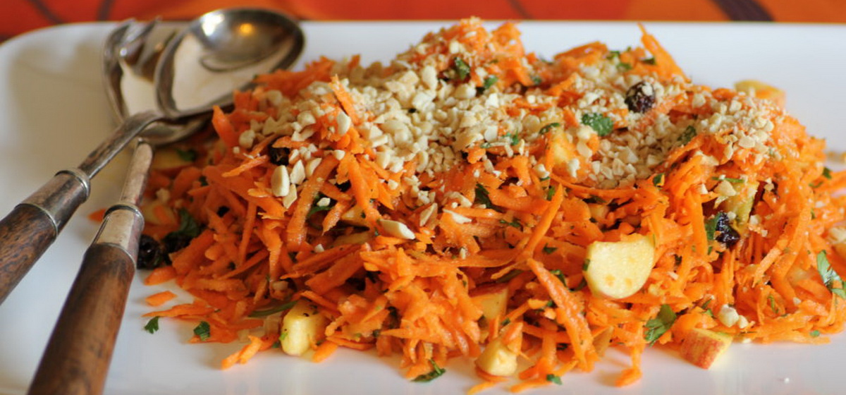 Вкусно и просто. Салат из сырой моркови с грецкими орехами