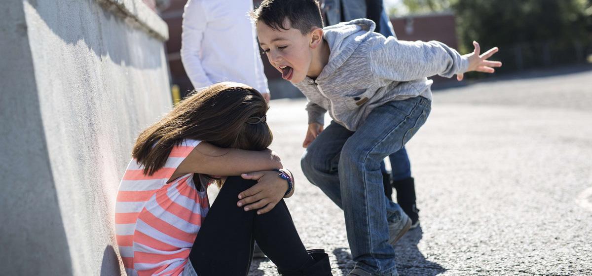 Буллинг: что это и как защитить ребенка