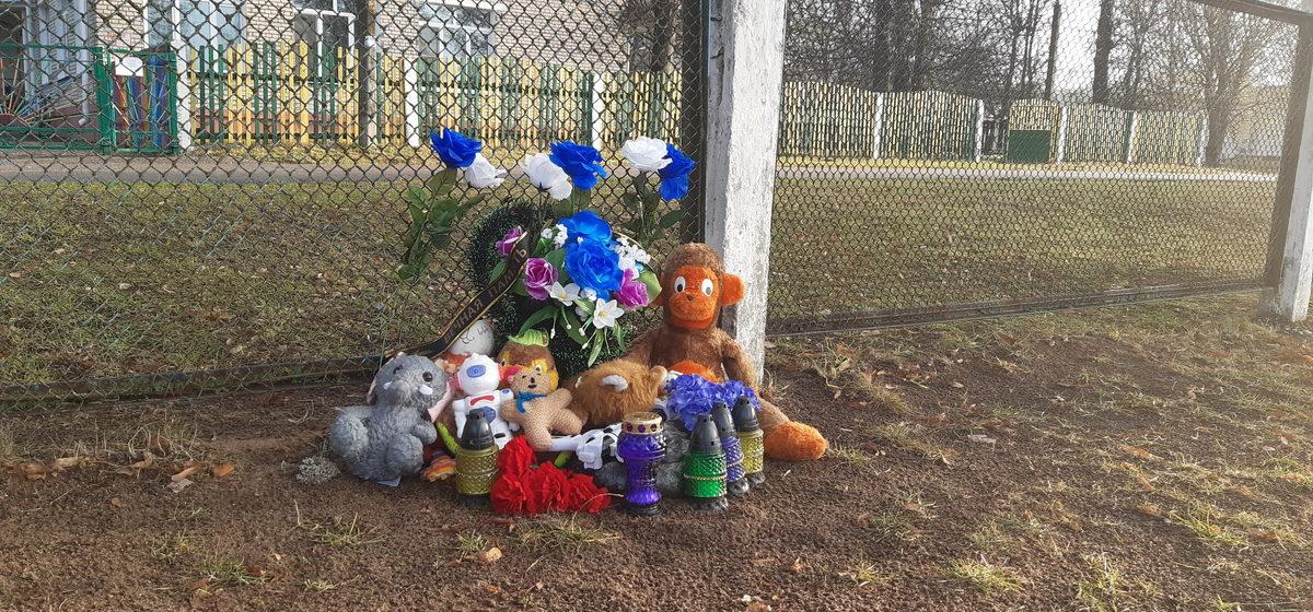 В Барановичах судят директора школы за смерть ребенка, которого придавило футбольными воротами