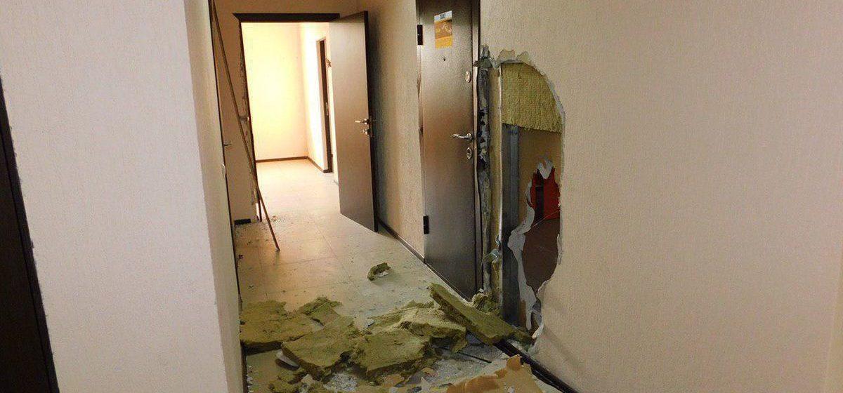 Из офиса службы такси в Гомеле рецидивист с подельником украли сейф. Фото