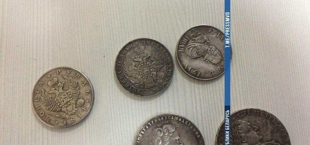 Белорус заплатил пять тысяч долларов за поддельную коллекцию «чеканки». В Лепеле милиция задержала мошенников из России