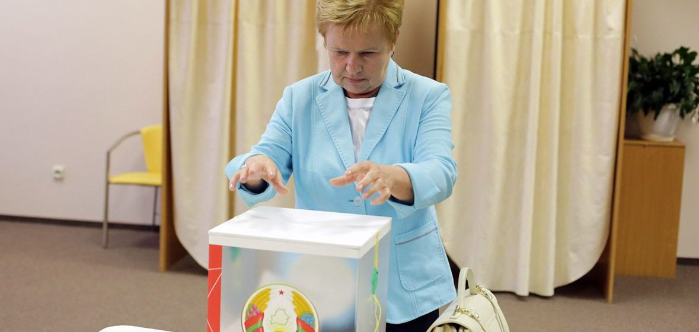 Белорусы собирают подписи за отставку главы ЦИК Лидии Ермошиной