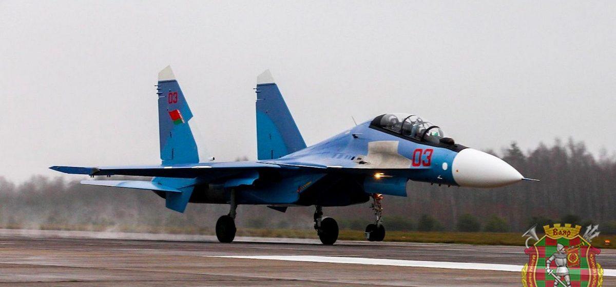 В Барановичи из России прибыла вторая пара истребителей Су-30 СМ