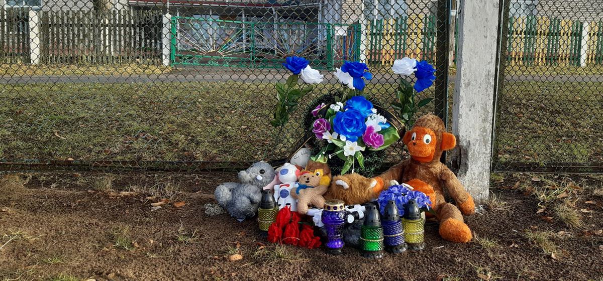 «Никита подпрыгнул, подтянулся на воротах, и они упали». Подробности гибели 11-летнего школьника на стадионе под Барановичами