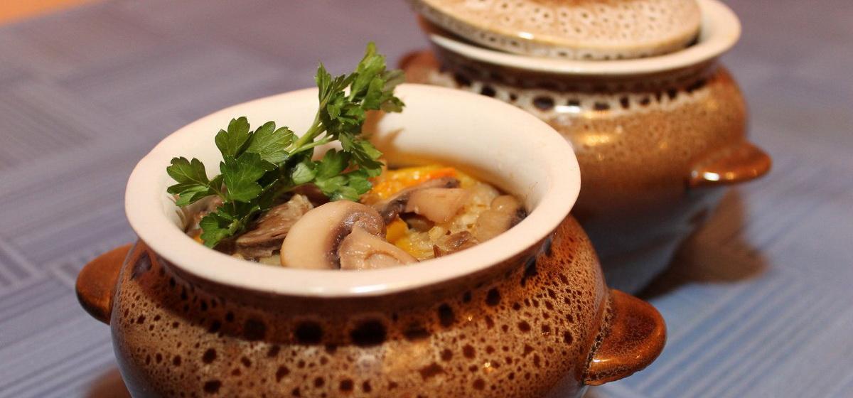 Вкусно и просто.Гречка с сердечками и грибами в горшочках