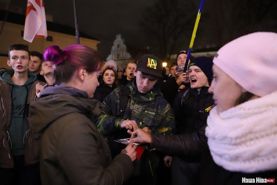 Актывісты збіраюць грошы на падтрымку палітвязняў. Фота: Наша Ніва