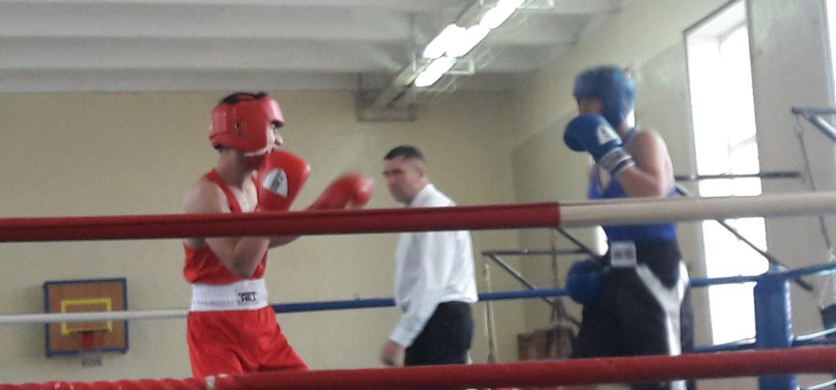 Барановичских школьников включили в сборную области по боксу