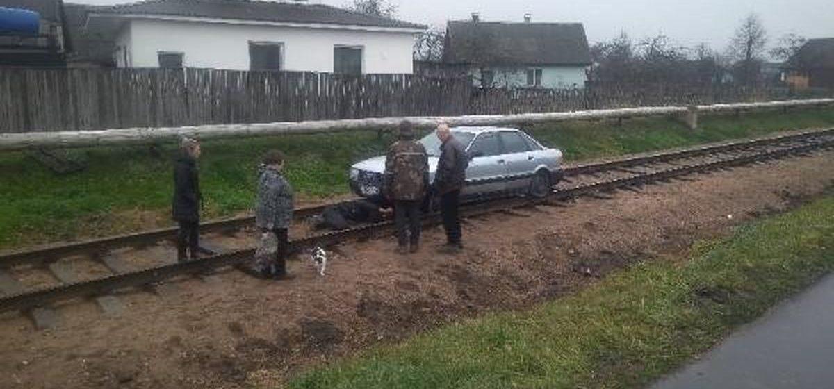 Пьяный водитель вылетел на железнодорожные пути и застрял в Осиповичском районе