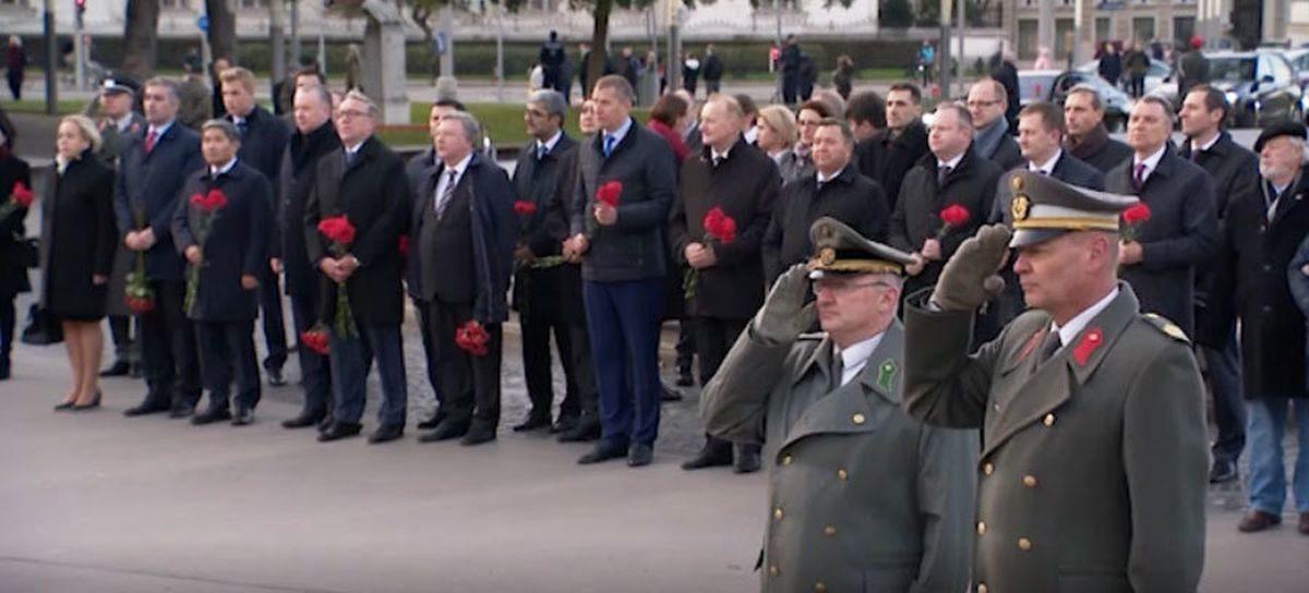 Лукашенко прилетел в Австрию. С собой он взял Колю. Видеофакт