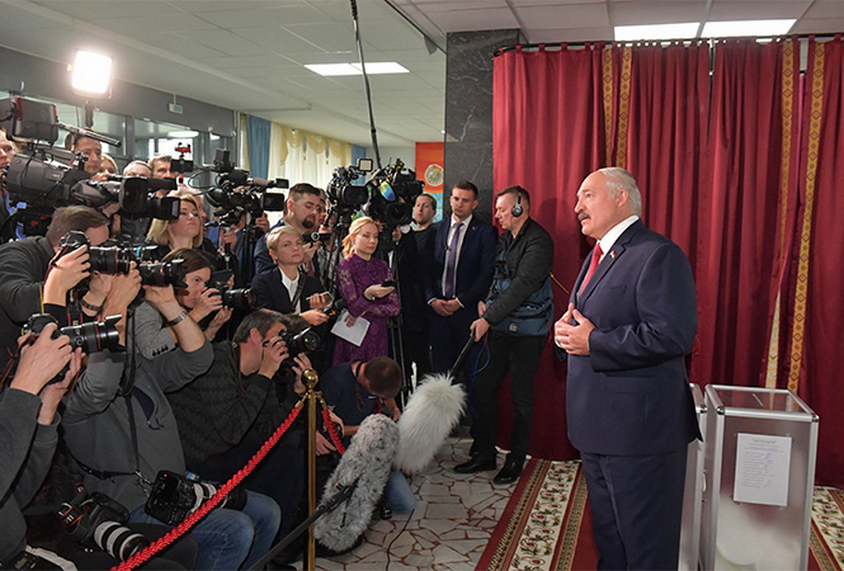 Александр Лукашенко во время общения с представителями СМИ, 17 ноября. Фото: president.gov.by