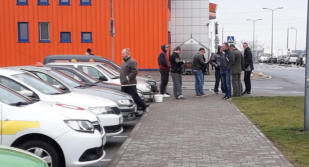 В Барановичах водители сервиса «Яндекс.Такси» протестуют против изменений условий работы