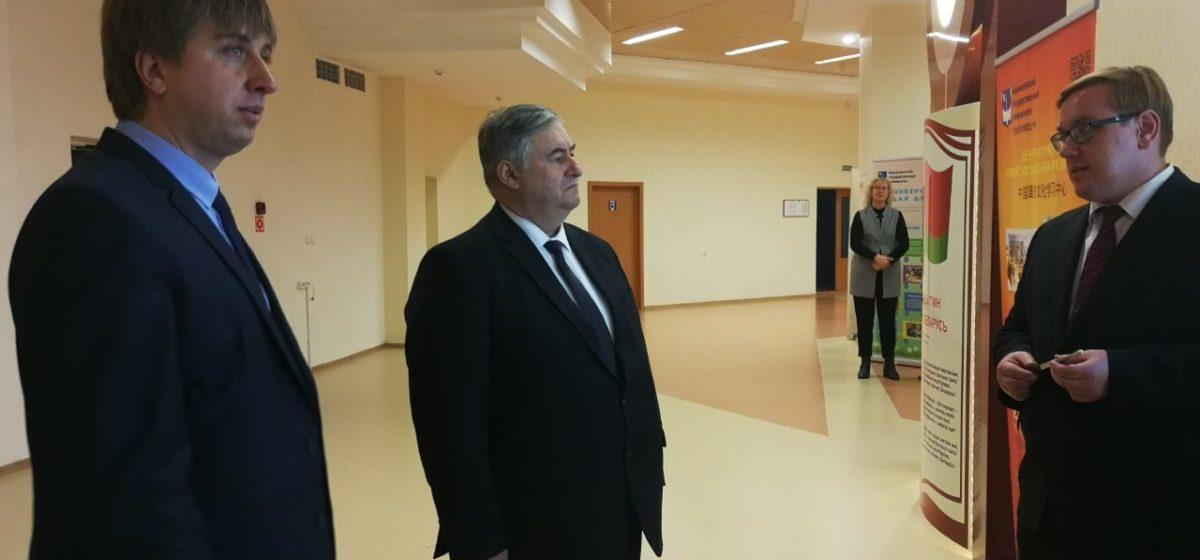 Министр информации посетил Барановичи