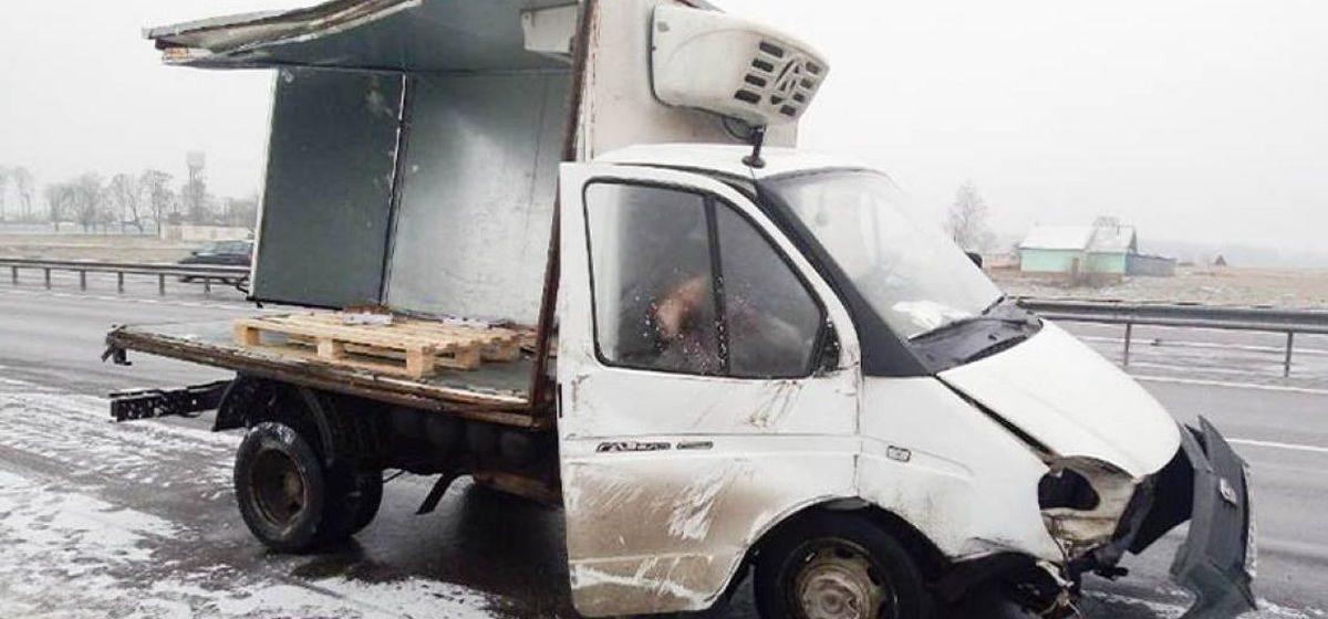 Пьяный водитель грузовика в Червенском районе потерял полторы тонны сыра на 5 тысяч долларов