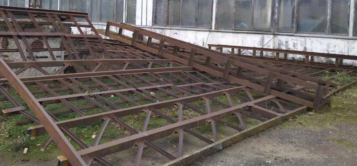 Металлические конструкции упали на рабочего в Витебске, мужчина погиб