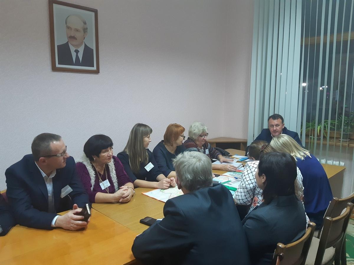 Заседание окружной избирательной комиссии Барановичского-Западного округа №5, на котором огласили итоги голосования. Фото: Елена ЗЕЛЕНКО