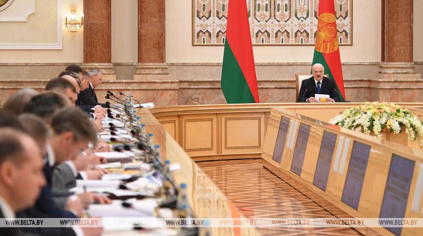Лукашенко поручил разобраться «с несколькими предприятиями, которые должны давно работать и приносить прибыль»