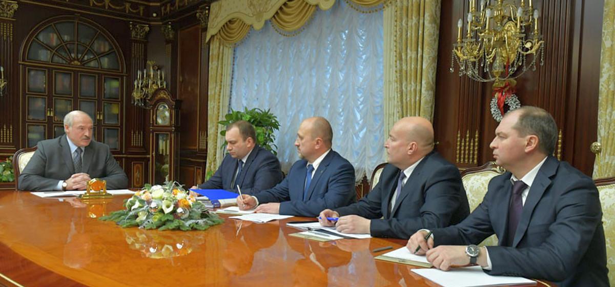 Лукашенко поручил в ближайшие часы завершить переговоры с Россией по нефти и начать ее альтернативные поставки из балтийских портов