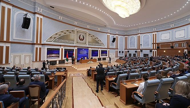Лукашенко: Беларусь кому-то стала «косткай у горле», и нам надо пройти этот сложный период