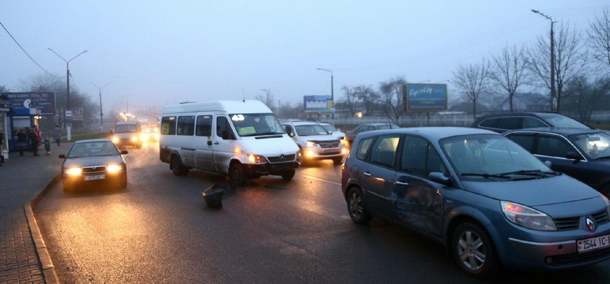 Маршрутка и «Рено» столкнулись в Барановичах