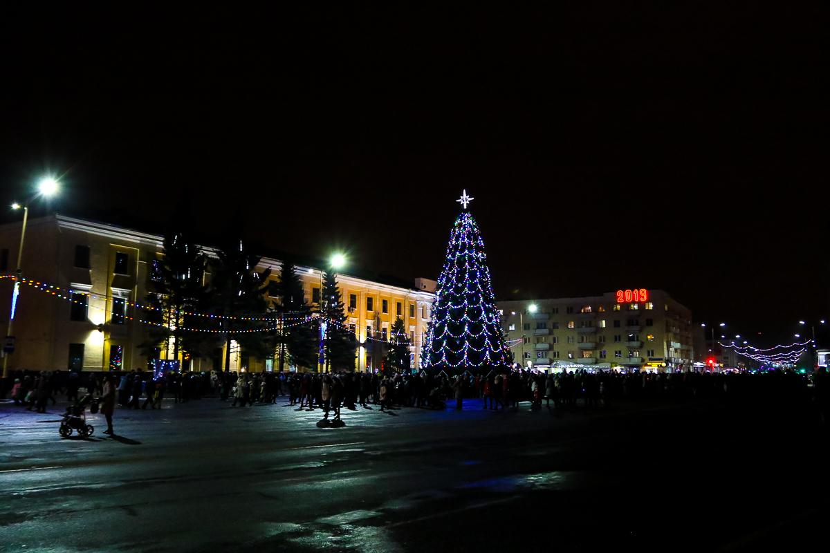Главная новогодняя елка  в Барановичах в декабре 2018 года. Зажжение главной елки в Барановичах. Фото: Александр ЧЕРНЫЙ