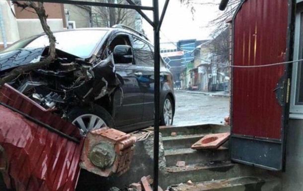 В Украине полицейский под амфетамином гонялся за пьяным водителем. В ДТП угодили оба