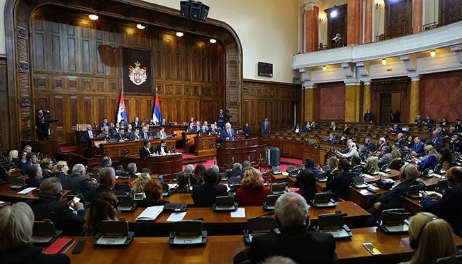В сербском парламенте Лукашенко обнялся с осужденным за преступления против человечности