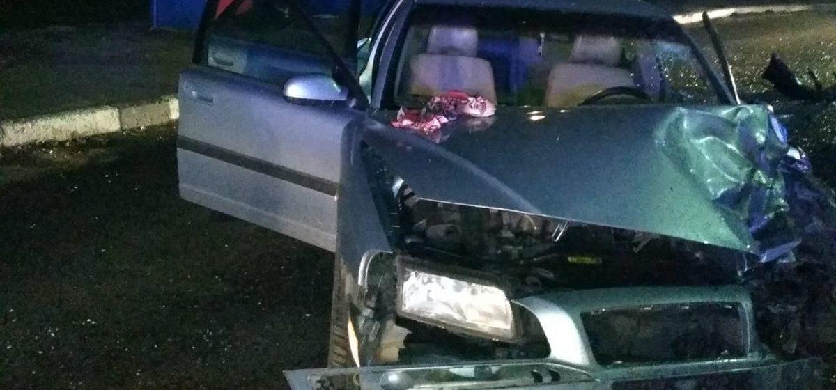 «Ауди» и «Вольво» столкнулись в Дзержинском районе: пострадавшего из авто извлекли спасатели