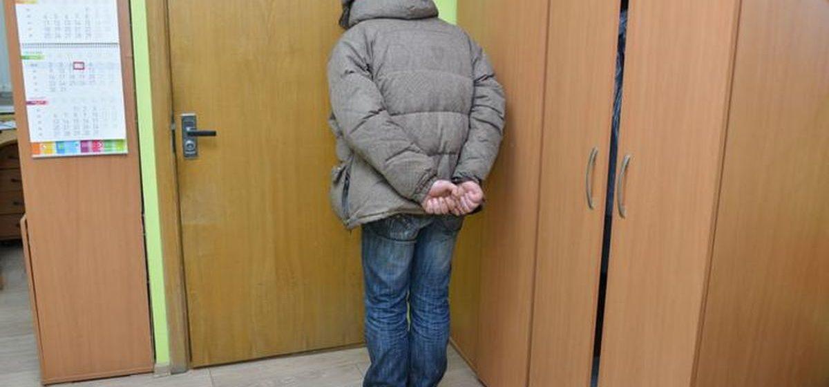 Пациент психдиспансера пытался изнасиловать медсестру в Минском районе, его задержала милиция