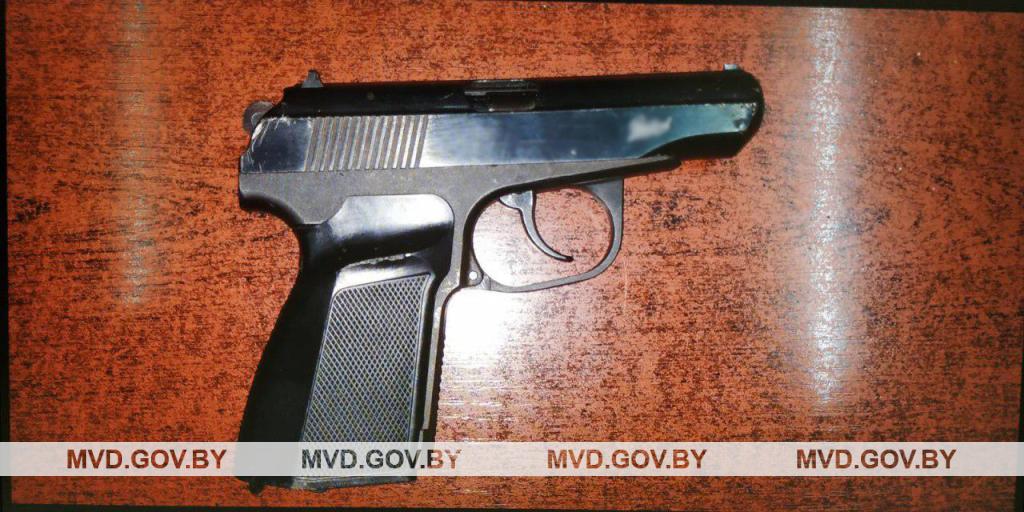 В Орше пассажир маршрутки с пистолетом в руках бегал за водителем