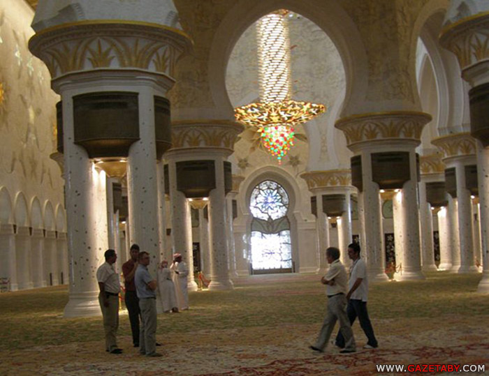 юстра фабрики Faustig в мечети Абу-Даби
