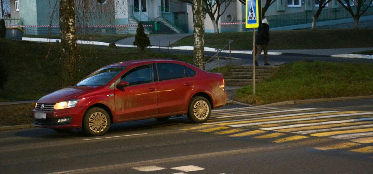 На пешеходном переходе в Барановичах автомобиль сбил женщину. Ее увезли на «скорой»