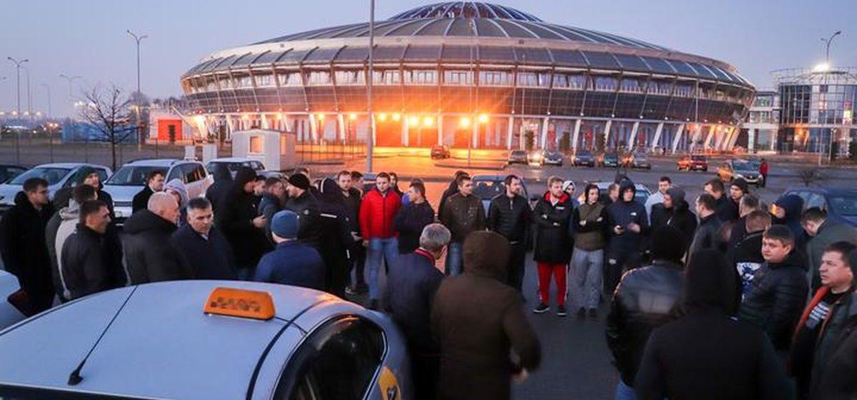 «Чтобы прокормить семью, мне нужно жить в машине». В Минске опять бастовали водители «Яндекс.Такси»