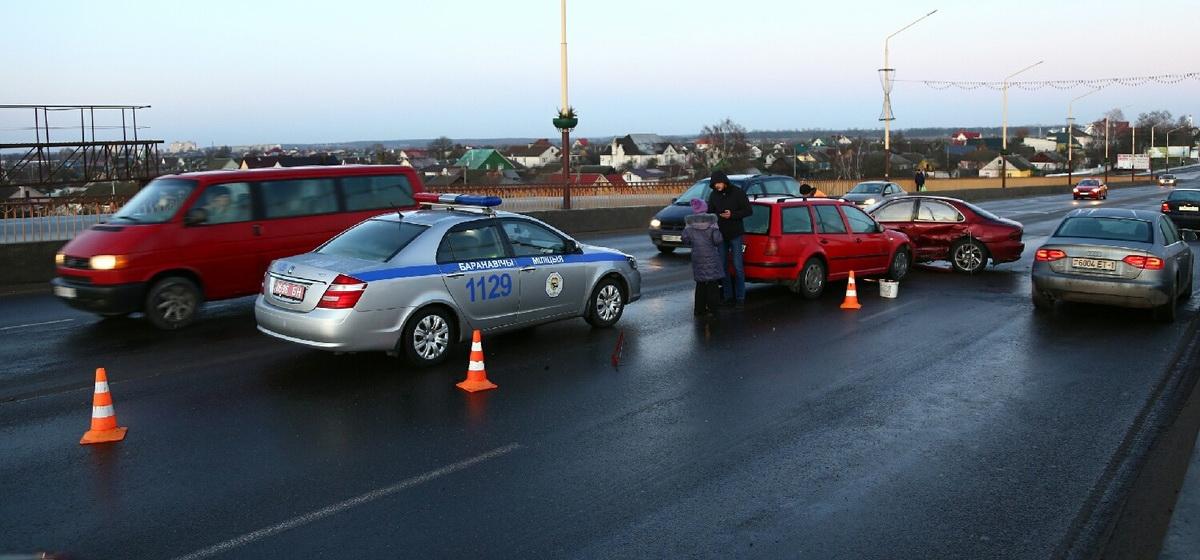 ДТП на путепроводе на улице Советской. Фото: Александр КОРОБ