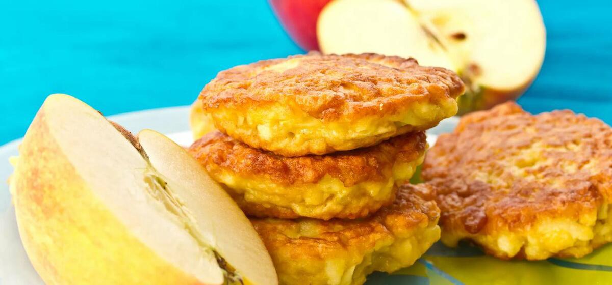 Вкусно и просто. Диетические оладьи из яблок и овсянки