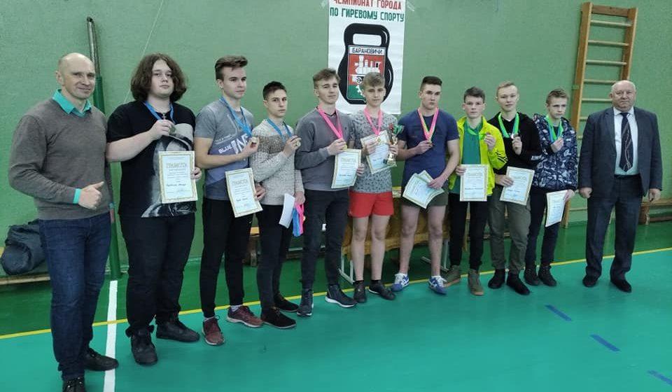 Кто выиграл звание «Новогодний силач» в Барановичской СШ №14