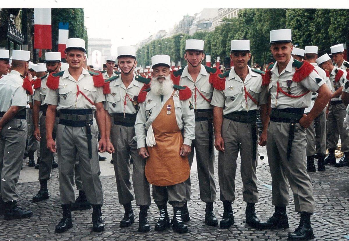 Ветераны Иностранного легиона разных времен в Париже. Фото предоставлено героем интервью