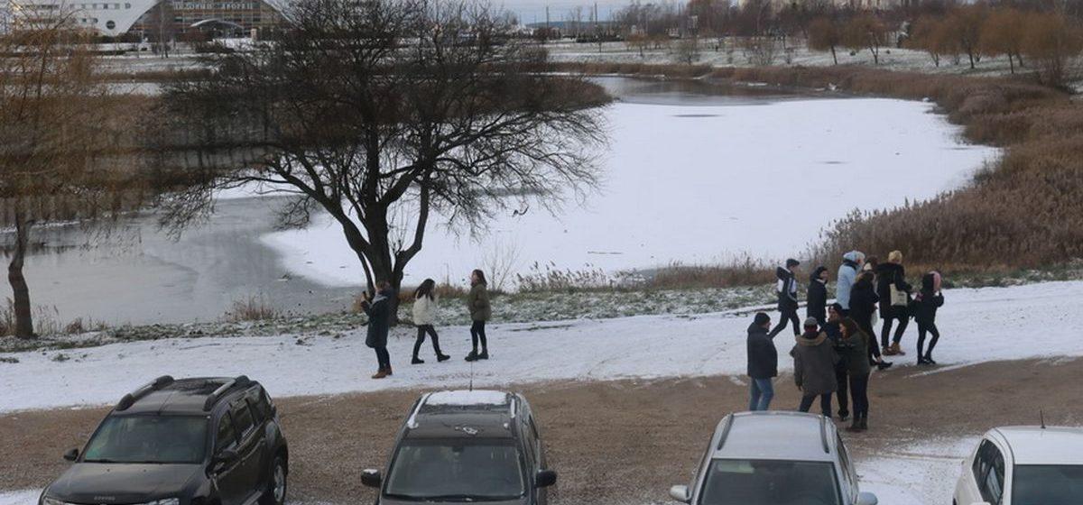 В Барановичах наградили очевидцев, которые спасли провалившихся под лед детей