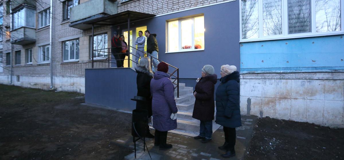 «В нашем доме мы никто». Жильцы подъезда барановичской пятиэтажки протестуют против открытия парикмахерской в их доме