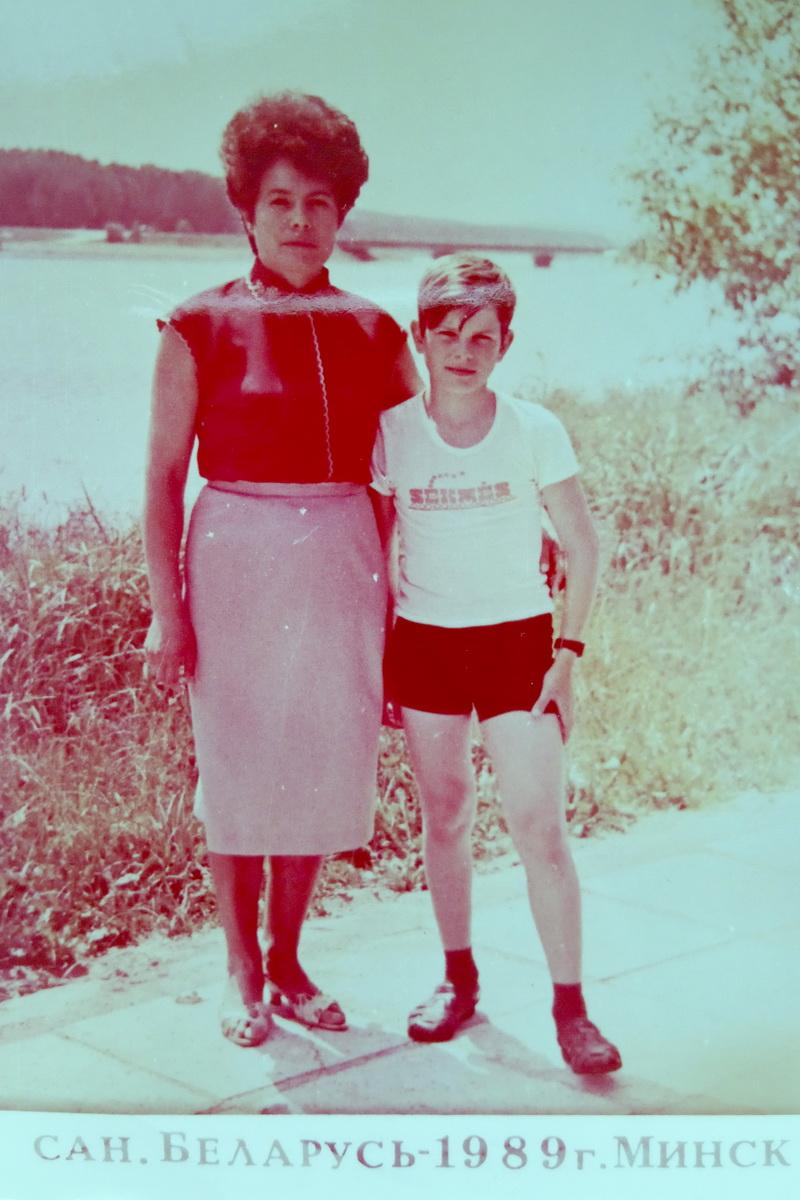 Андрей Жук с мамой Зоей Петровной. Фото: архив семьи ЖУК
