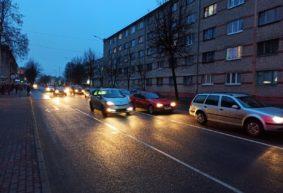 Барановичское ЖКХ просит автовладельцев убрать с этой улицы свои машины