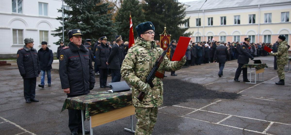 Новобранцы войсковой части 7404 приняли присягу в Барановичах. Фоторепортаж