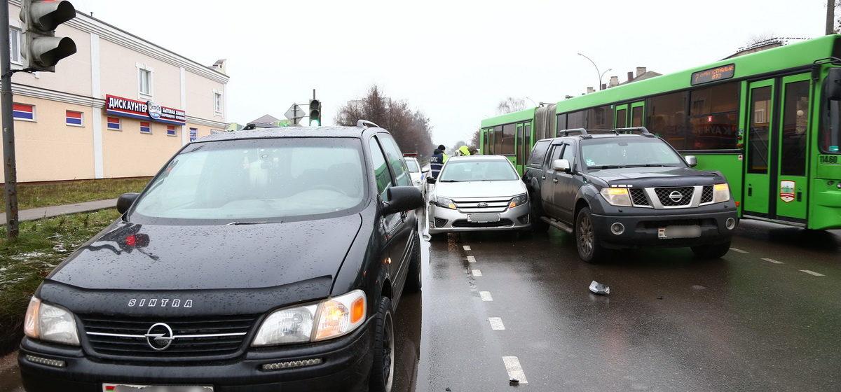Новости. Главное за 12 декабря: Три автомобиля столкнулись в Барановичах, икру с нитратами продавали в крупной торговой сети, и какая погода будет 13 декабря