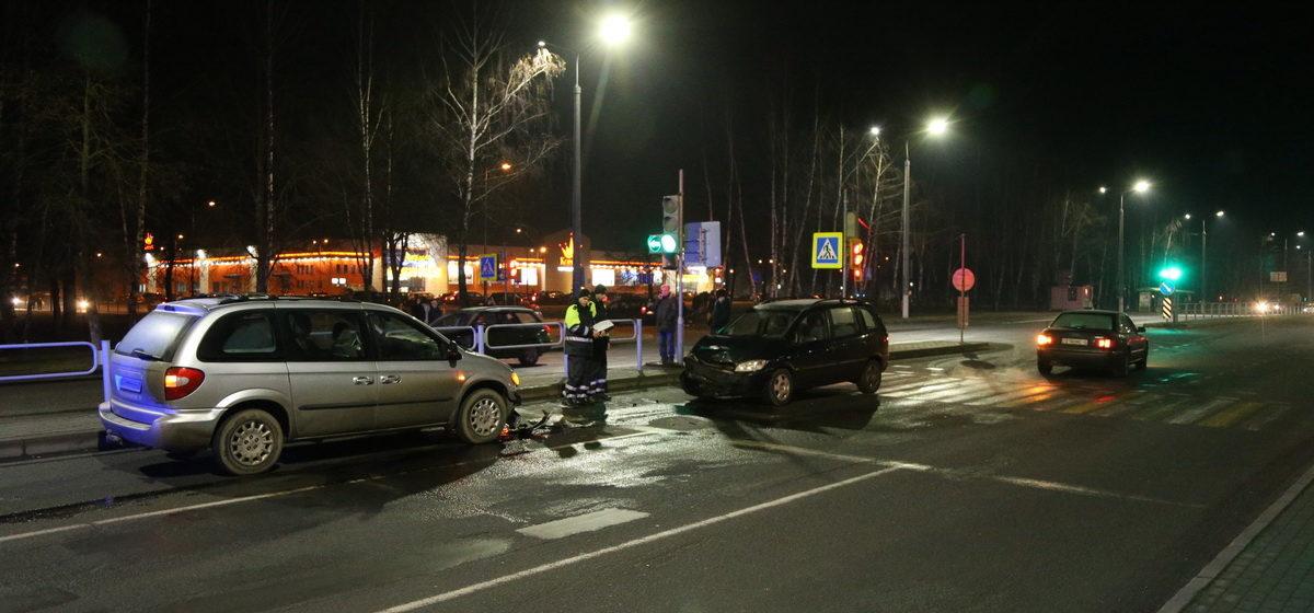 В Барановичах «Опель» выехал на встречную полосу и врезался в «Крайслер»
