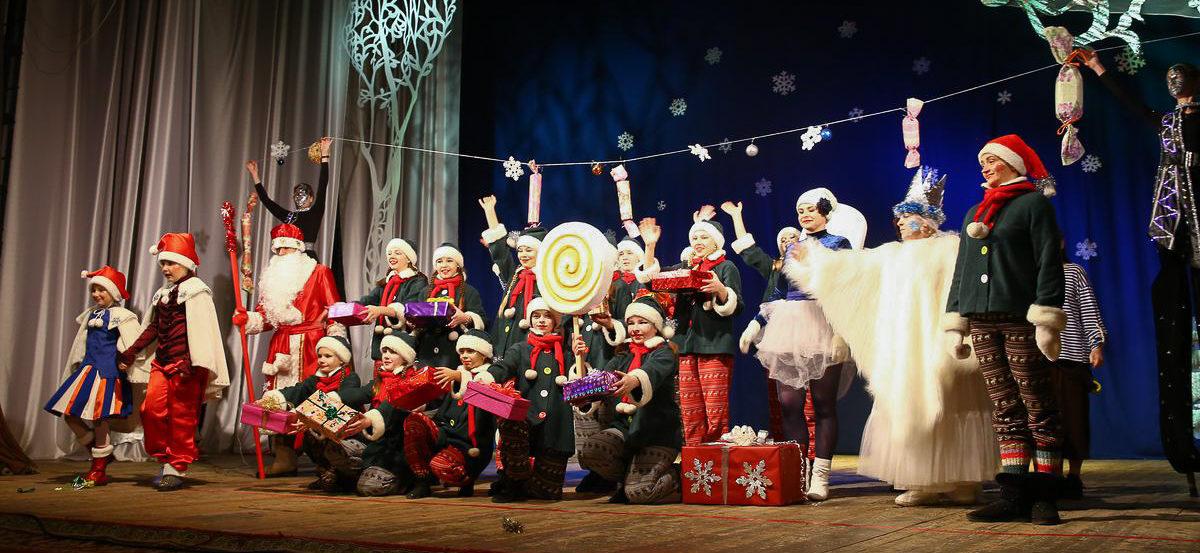 Как в Барановичах спасали Сказочные королевства. Фоторепортаж с новогоднего представления во Дворце культуры