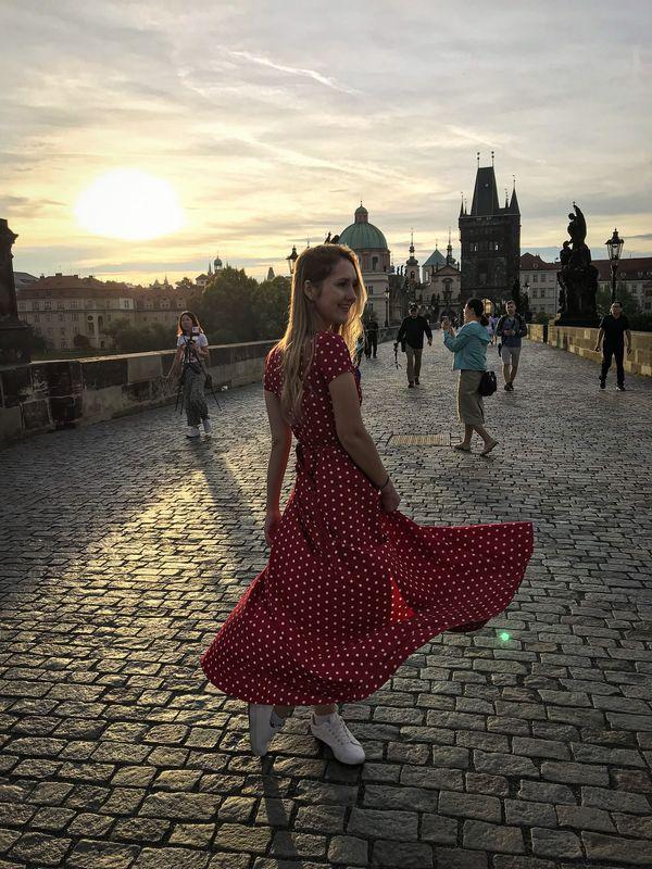 Вероника Якушевич на Карловом мосту в Праге. Фото: архив семьи ЯКУШЕВИЧ
